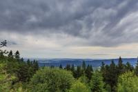 Auf dem großen Riedelstein mit den Regenwolken im Abzug