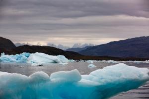 Eisberge und Gebirge