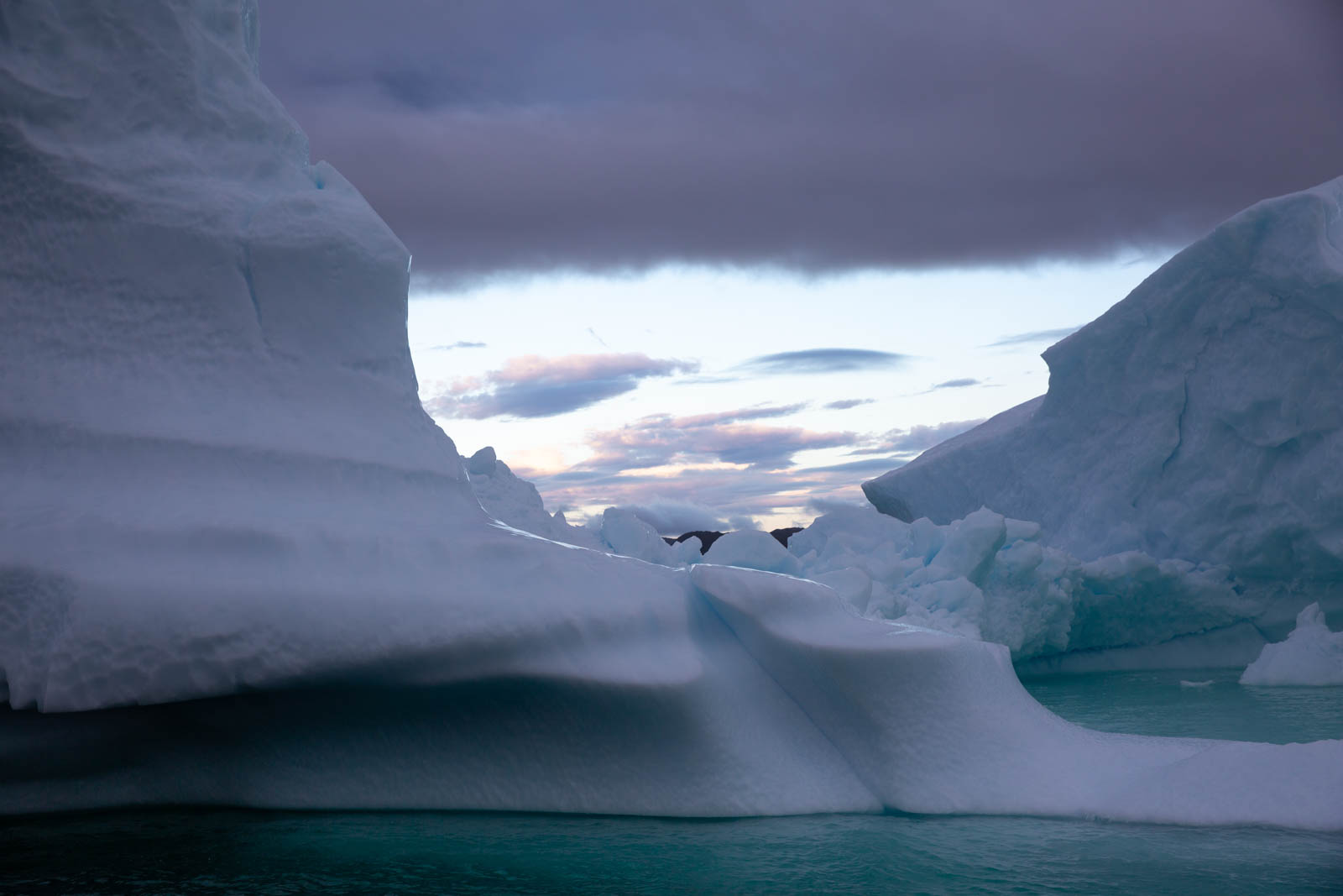 Morgenhimmel über dem Eis