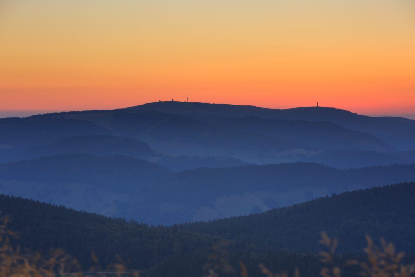 Blick zum Feldberg kurz vor Sonnenaufgang