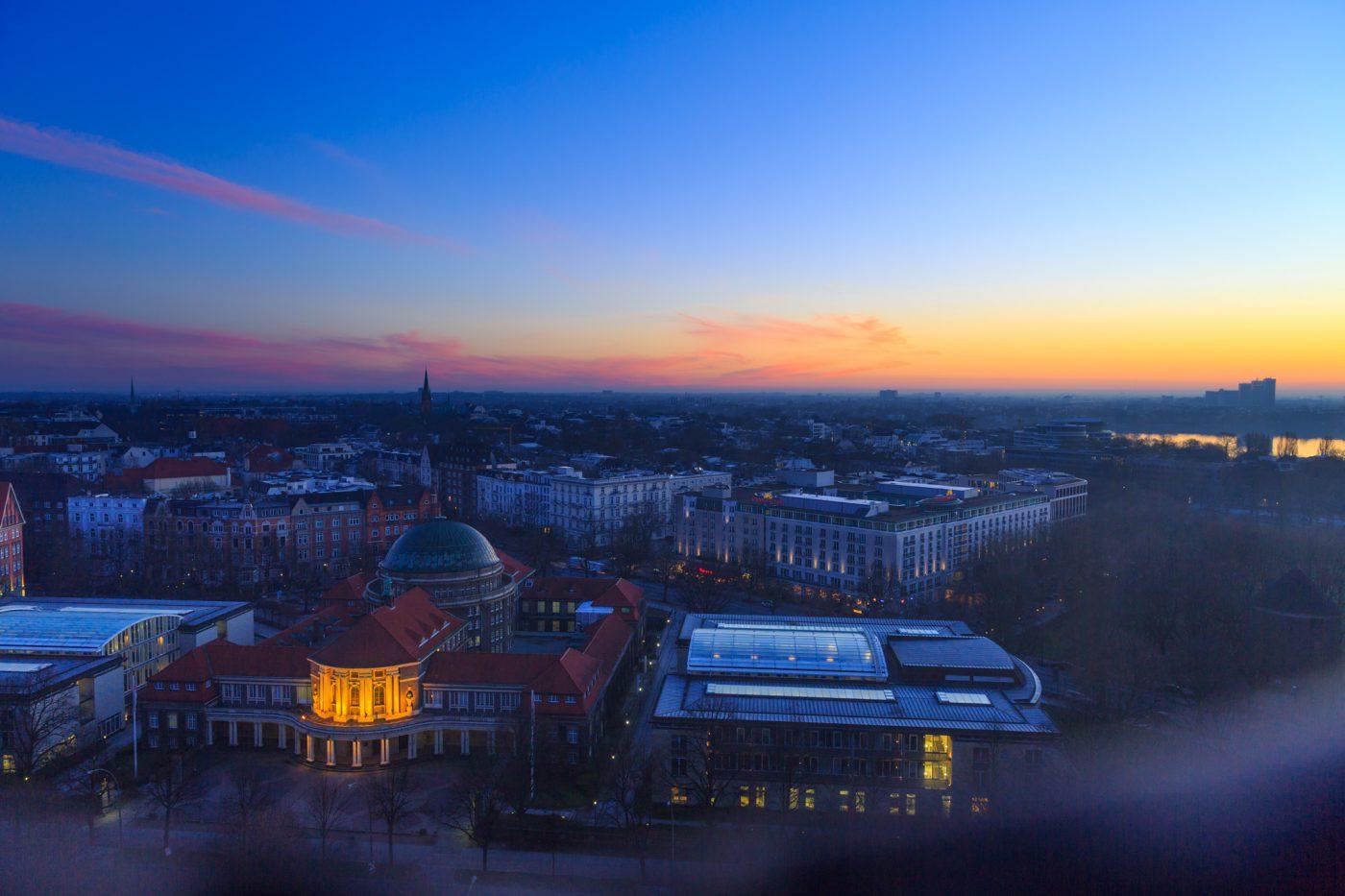 Blaue Stunde über Hamburg