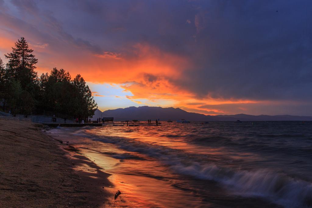 Feuer am Himmel: Sonnenuntergang am Lake Tahoe