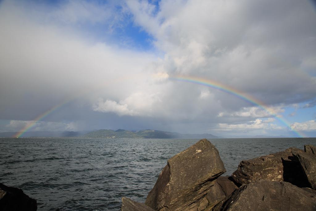 Regenbogen an der Mündung des Columbia River