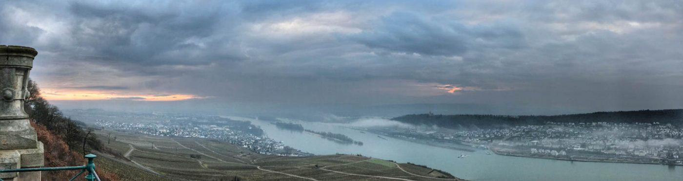 Grauer Tag am Rhein
