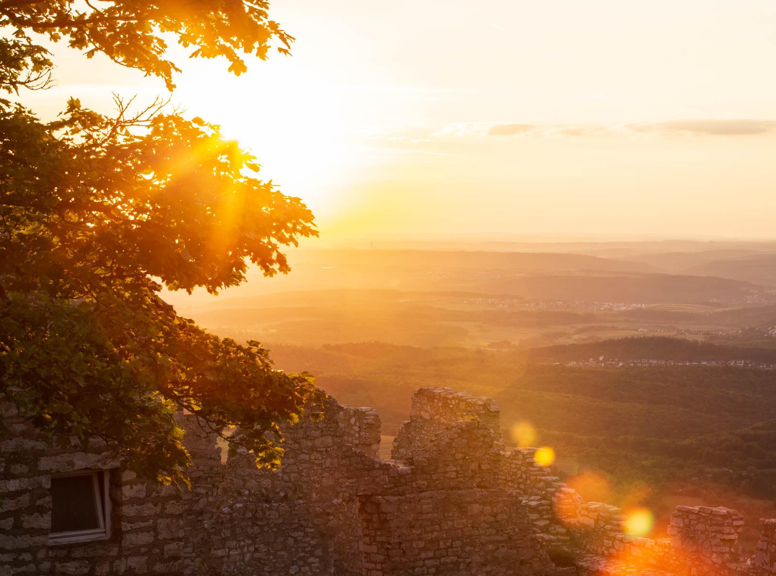 Sommerabend auf der Burg Hohenneuffen , Schwäbische Alb