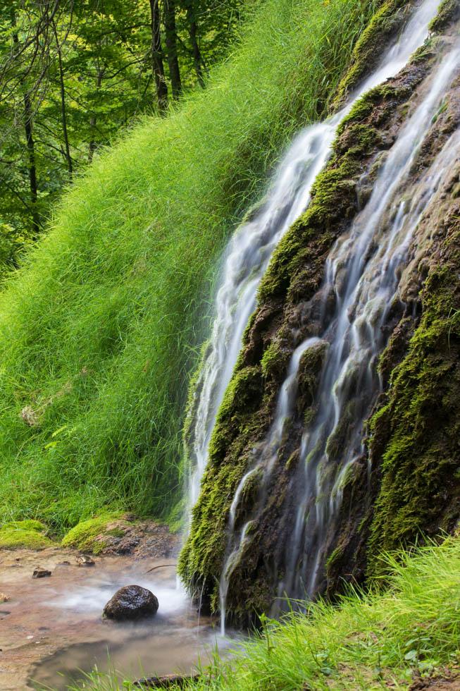 Photo: Bemooste Stufen am Uracher Wasserfall