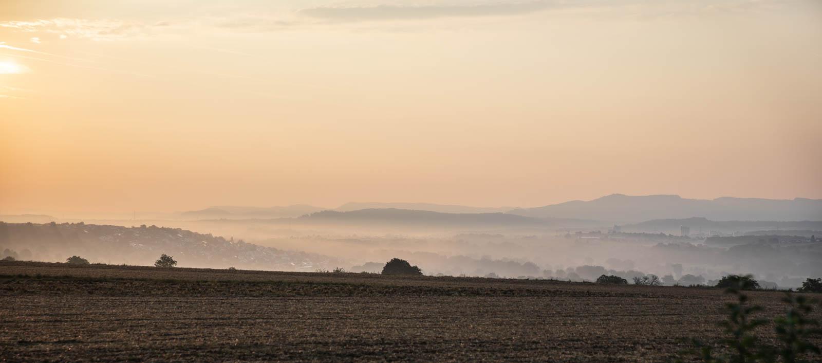 Photo: Frühmorgennebel über dem Neckartal mit Blick auf die Schwäbische Alb
