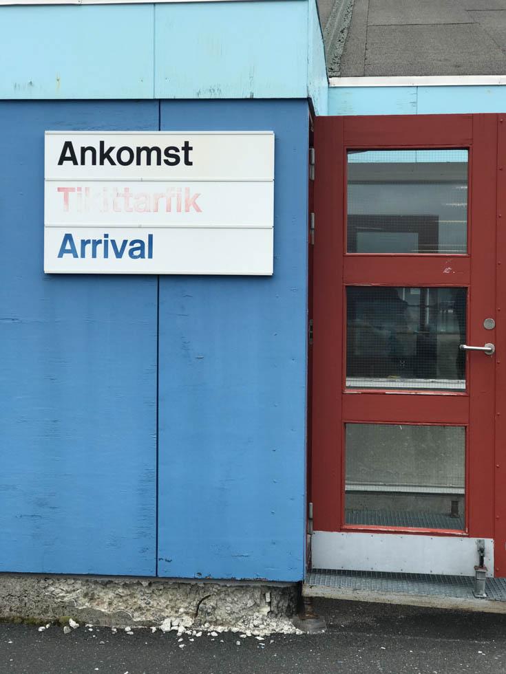 Photo: Tikittarfik! Das erste grönländische Wort am Flughafen Narsaq