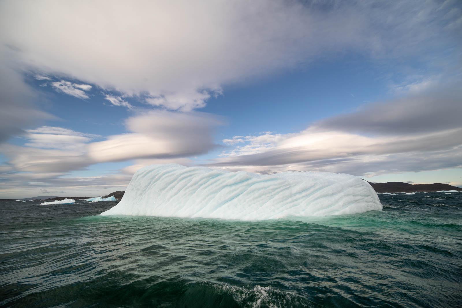 Photo: Streifenmuster: Lentis und Wal-Eisberg