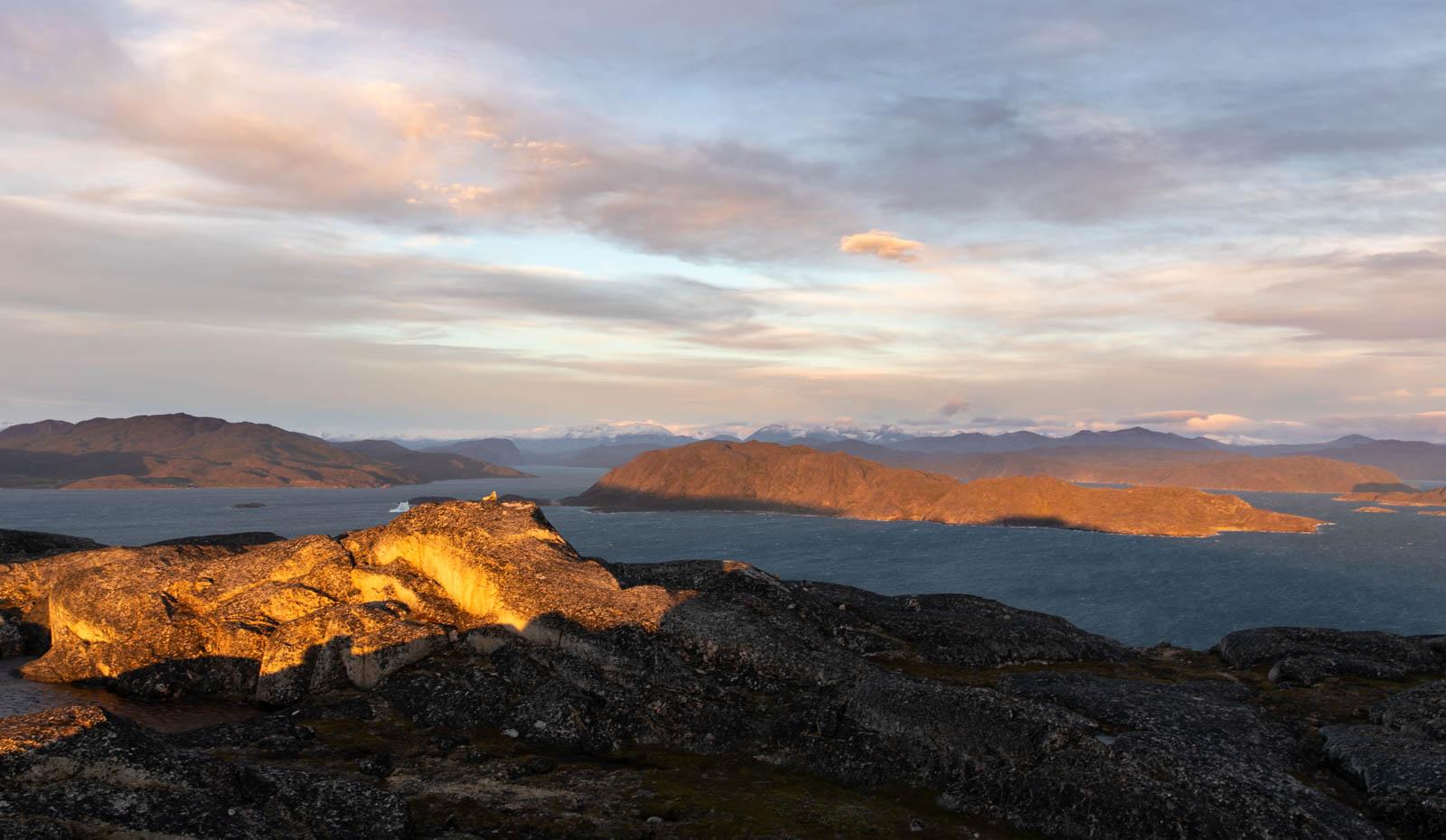 Sonnenuntergang in Qaqortoq, Grönland