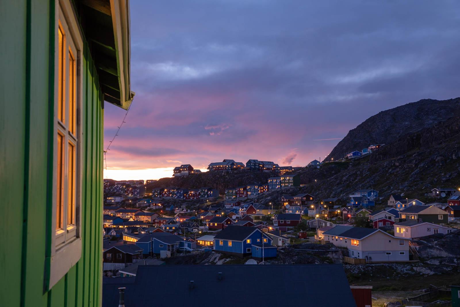 Qaqortoq in der blauen Stunde, Grönland