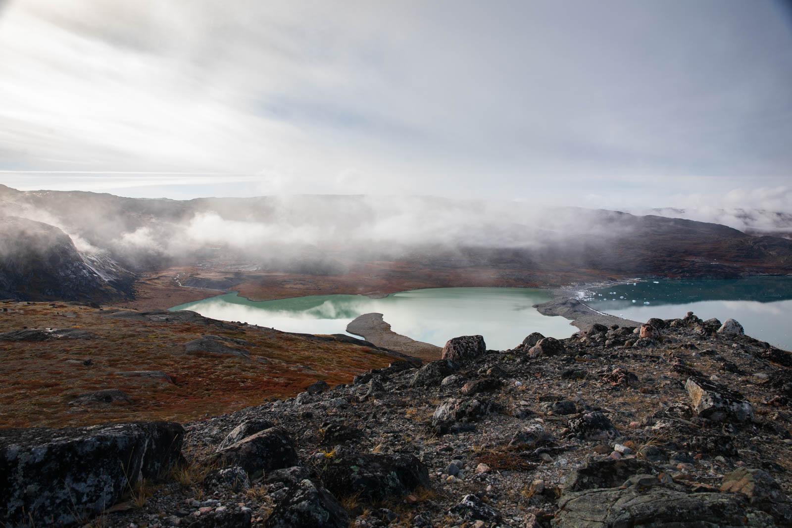 Photo: Blick von der Moräne auf den See