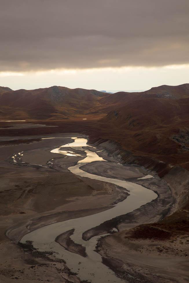 Reflexionen auf einem Fluss bei Kangerlussuaq, Grönland