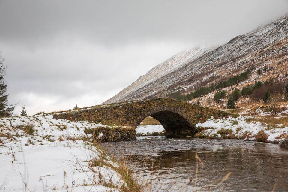 Butter Bridge im Schnee, Schottland im Winter