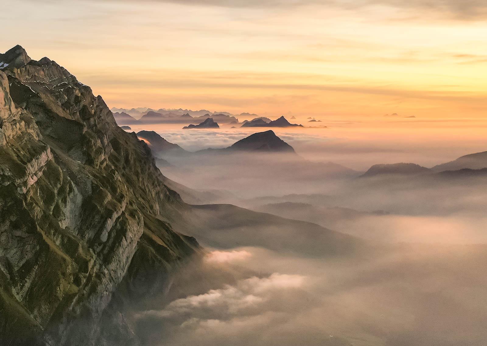 Photo: Felsen aus dem Nebelmeer
