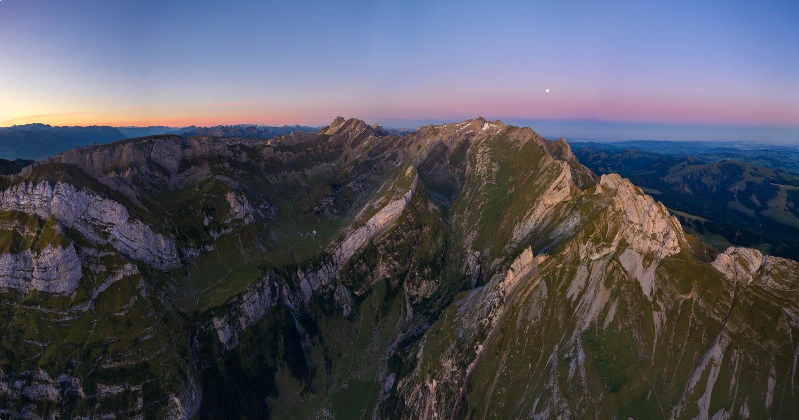 Photo: When morning comes. Noch ist der Erdschatten sichtbar.