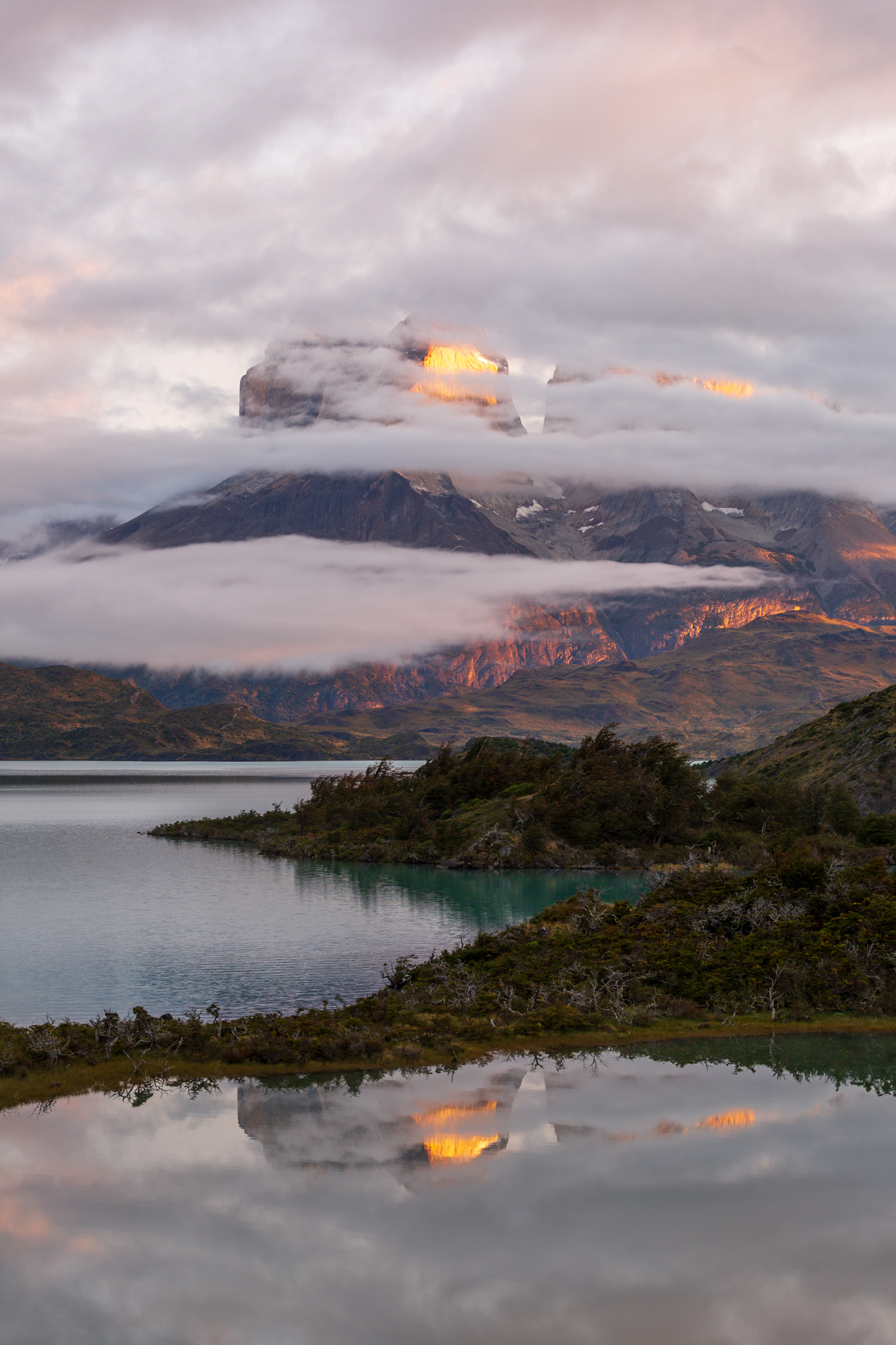 Photo: Spiegelung mit Wolkenstreifen