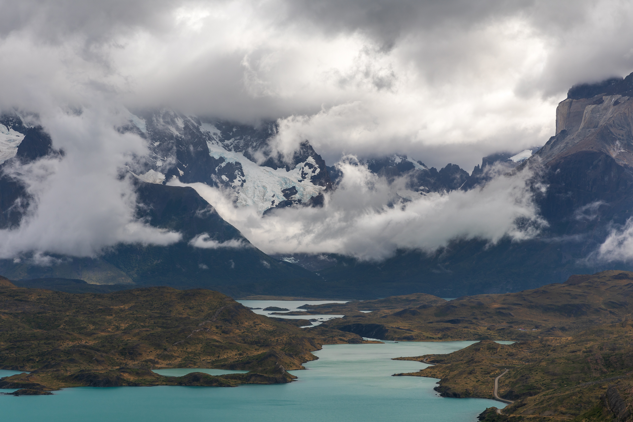 Photo: Die Wolken lassen die wahren Ausmaße des Massivs erst erahnen.